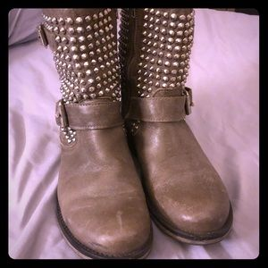 Steve madden studded boots 8.5